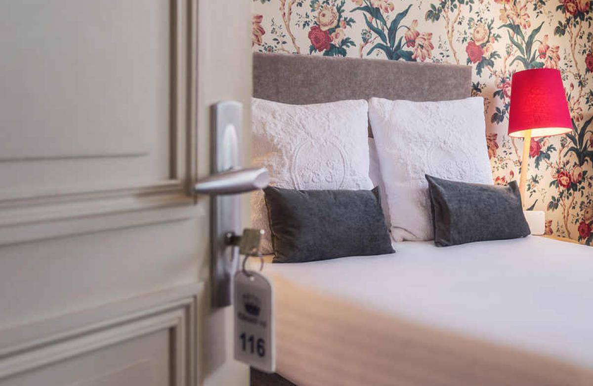 L'entrée dans la chambre standart, hôtel Edouard VII