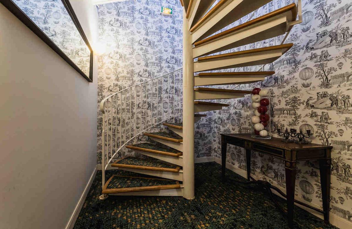 Acces hotel rez de jardin par escalier
