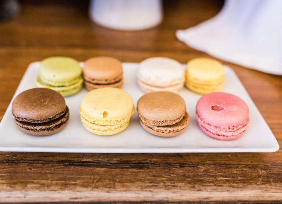 Petit déjeuner et des macarons, Hôtel Edouard 7 à Biarritz