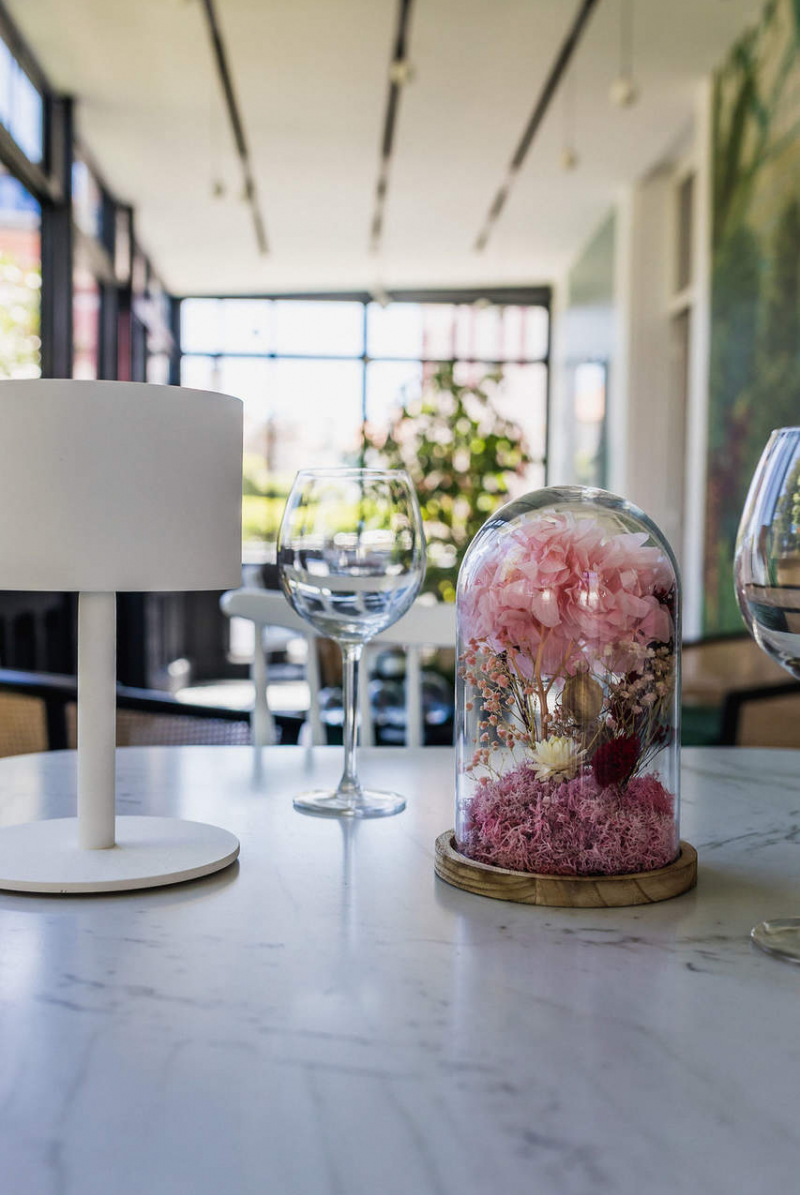 Le service à table, veranda hôtel Edouard 7