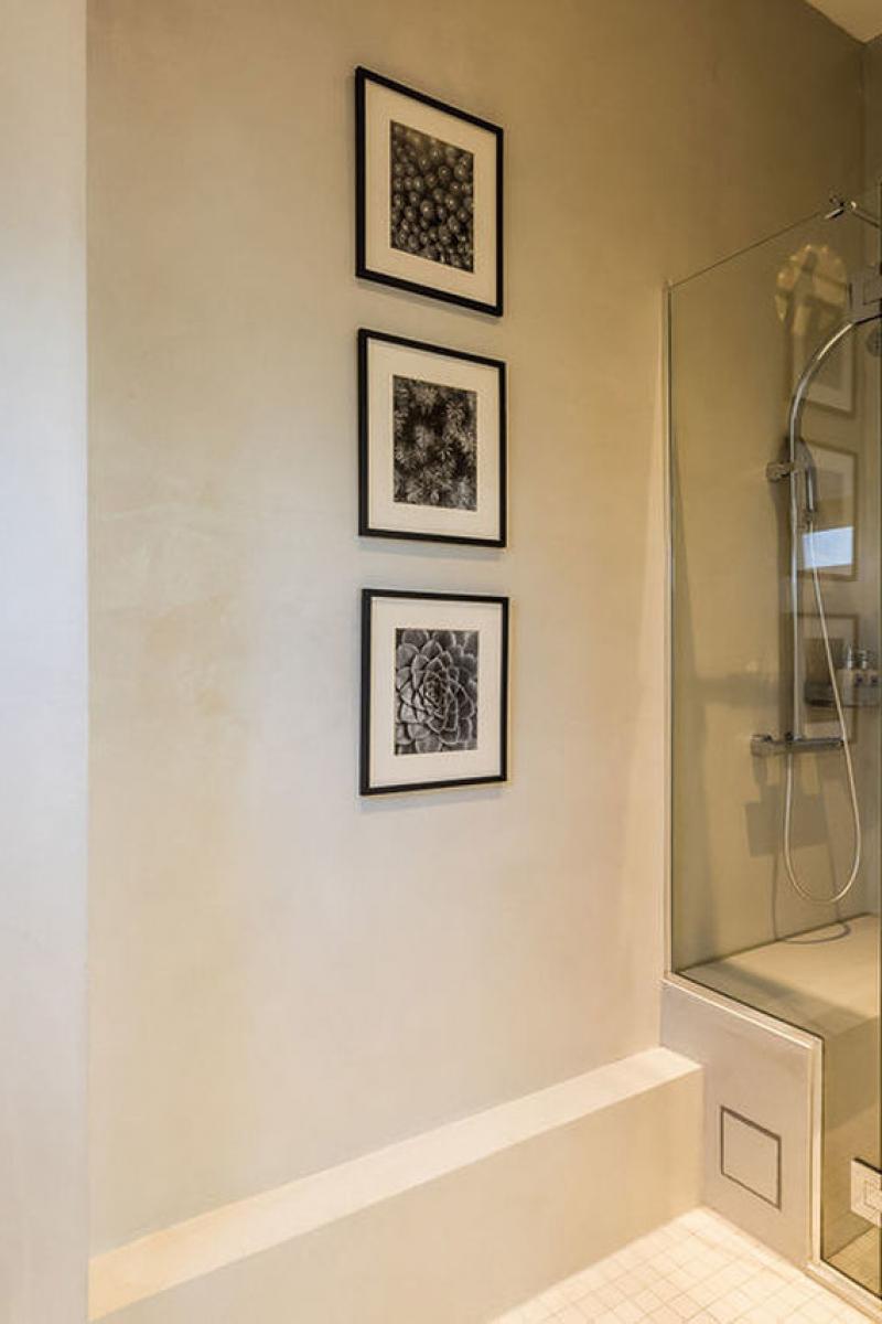 La salle de bain de la chambre superieure, Hôtel Edouard VII, Biarritz, douche italienne