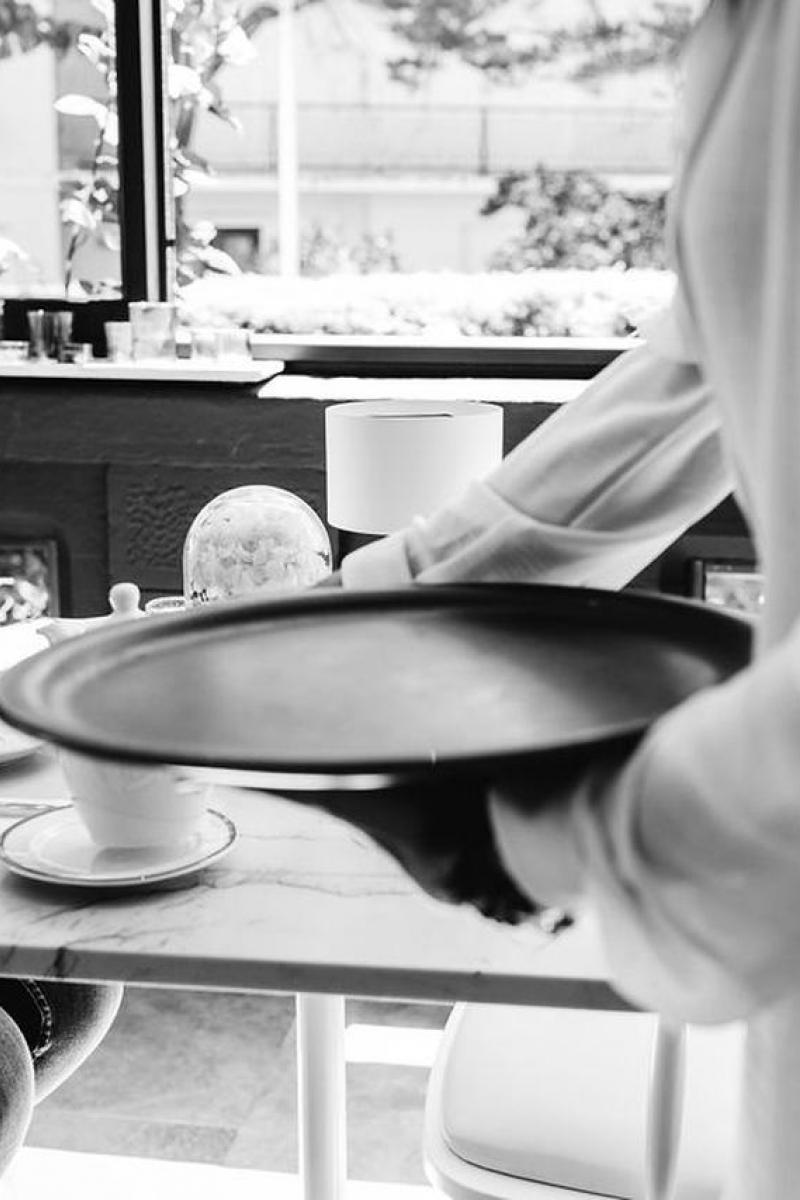 Le service au plateau, petit déjeuner, Hôtel Edouard VII